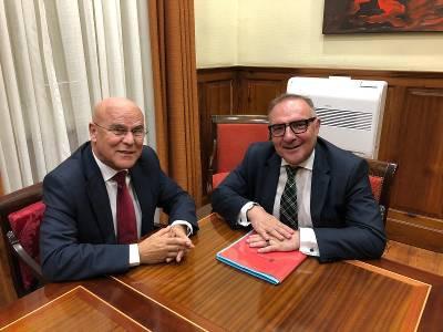 Josu00c3u00a9 Manuel Baltar y Rafael Yanes durante la reuniu00c3u00b3n
