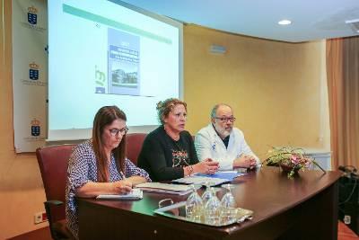 Beatriz Pu00c3u00a1ez (centro) y Josu00c3u00a9 Izquierdo durante el Consejo de Salud