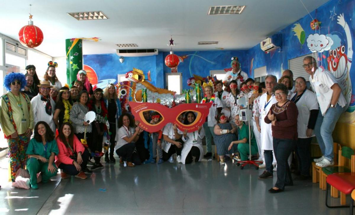 7marFOTO Foto de familia durante el desfile del Nacimiento de La Sardinita en el u00e1rea de Pediatru00eda de La Candelaria e1551964807626