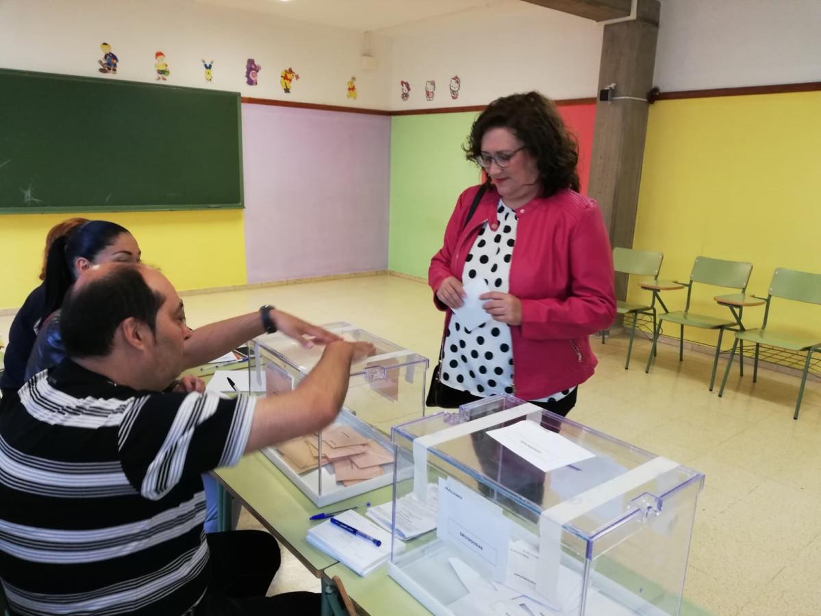 Guadalupe Gonzu00e1lez Tau00f1o votando