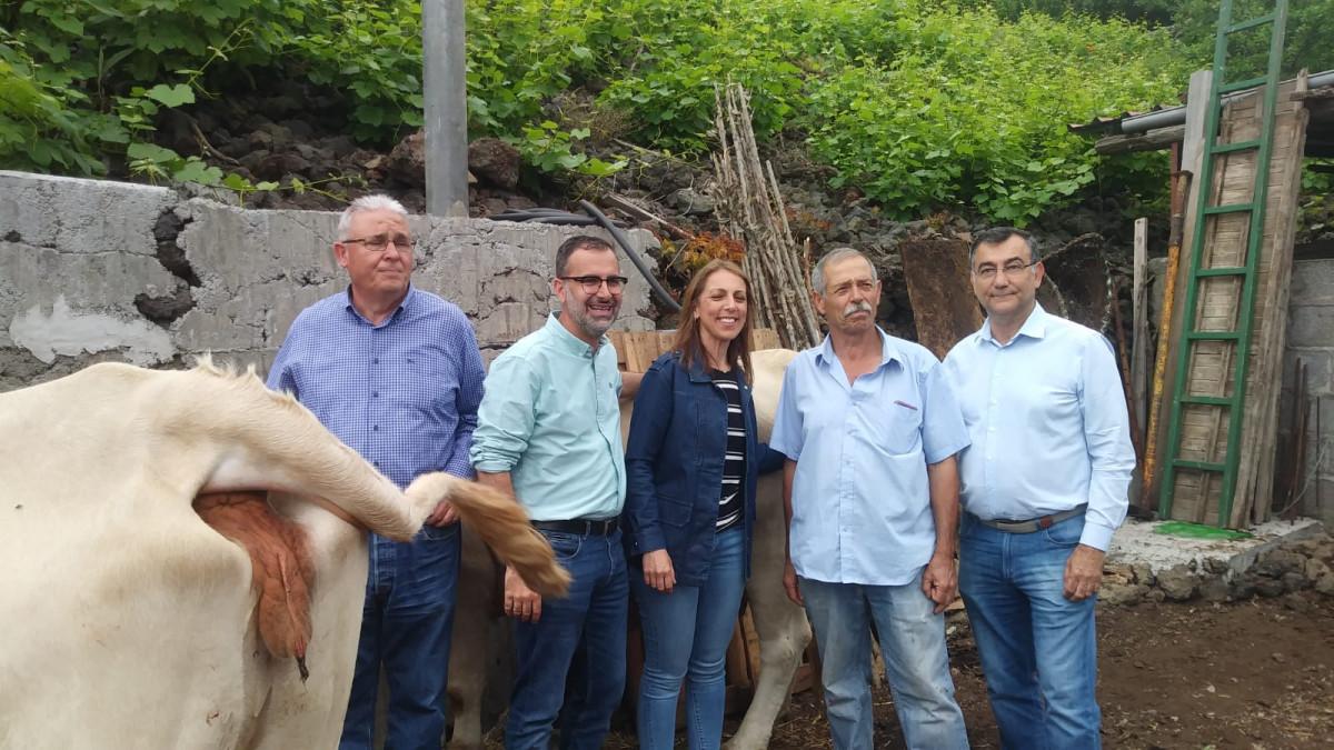 Mariano Cejas durante su visita a una explotaciu00f3n ganadera
