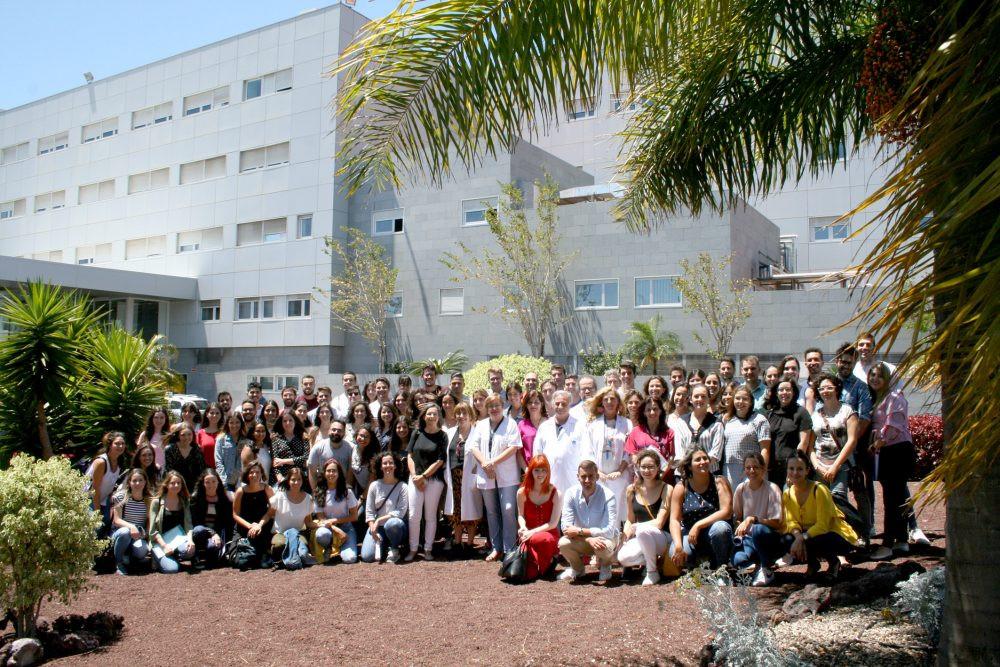 28may FOTO DE FAMILIA recepciu00f3n a los nuevos profesionales sanitarios que se especializaru00e1n en el Hospital de La Candelaria e1559050428322