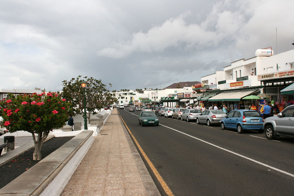1280px Yaiza Playa Blanca Avenida Papagayo 05 ies