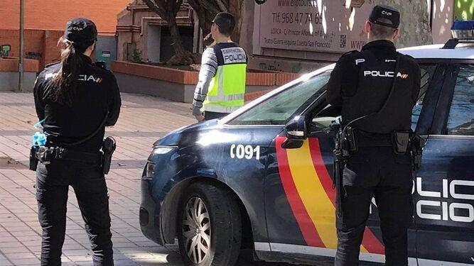 Varios agentes Policia Nacional 1444666057 118324236 667x375